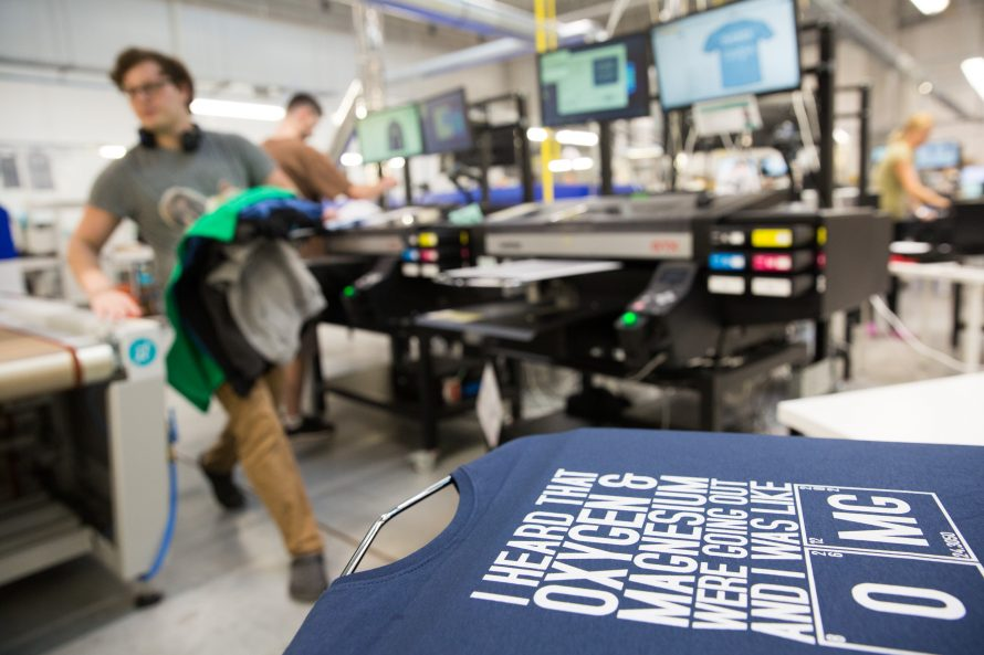 Digital direct printing at Spreadshirt with Brother GTX machine